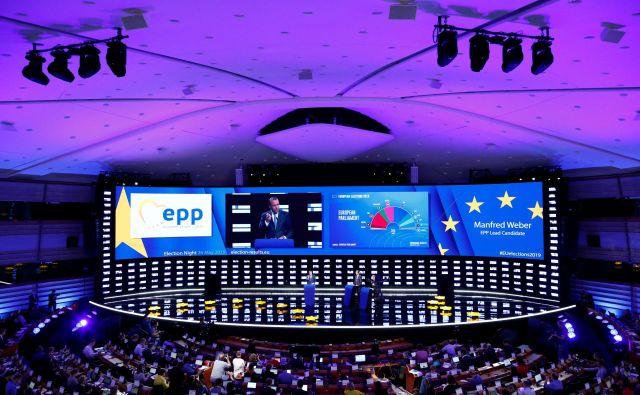 Po volilni noči se bo začelo zapleteno sestavljanje koalicije za prihodnji kadrovski vrh EU in njeno programsko usmeritev. FOTO: Reuters