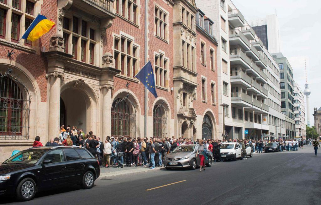 Volilci v dolgih vrstah čakali, da oddajo svoj glas