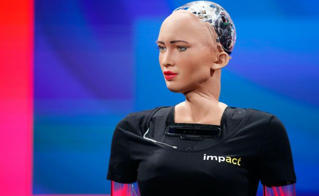 "TOPSHOT - Humanoid robot ""Sophia"" is presented during the ""Impact 2018"" digital economy forum on June 13, 2018 in Krakow, Poland. / AFP PHOTO / TOMASZ WIECH Foto Tomasz Wiech Afp"
