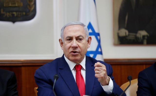 Izraelski premier Netanjahu je danes v parlamentu dejal, da je še vedno čas, da se izognejo predčasnim volitvam. FOTO: Ronen Zvulun/Reuters