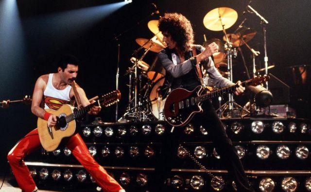 Freddie Mercury in Brian May v akcij.<br /> Foto: arhiv založbe