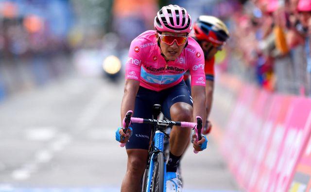 Richard Carapaz je tudi v rožnati majici ostal miren, na novinarskih konferencah odgovarja obširno, nikamor se mu ne mudi, vloga favorita mu očitno leži. FOTO: AFP
