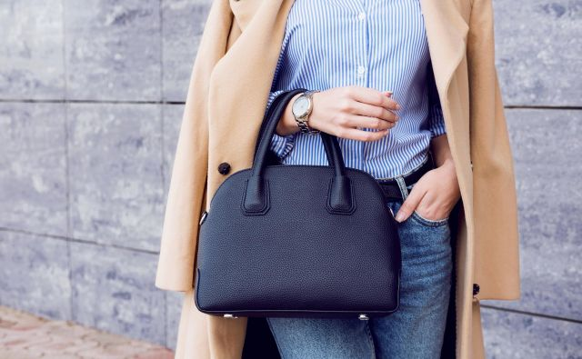 Ženska torbica skriva marsikaj. FOTO: Shutterstock