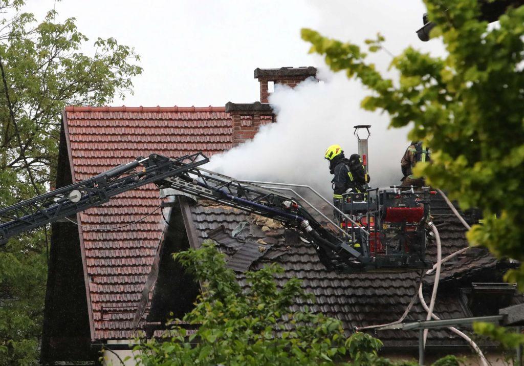 FOTO:Požar na Viču ogrožal tudi sosednje hiše