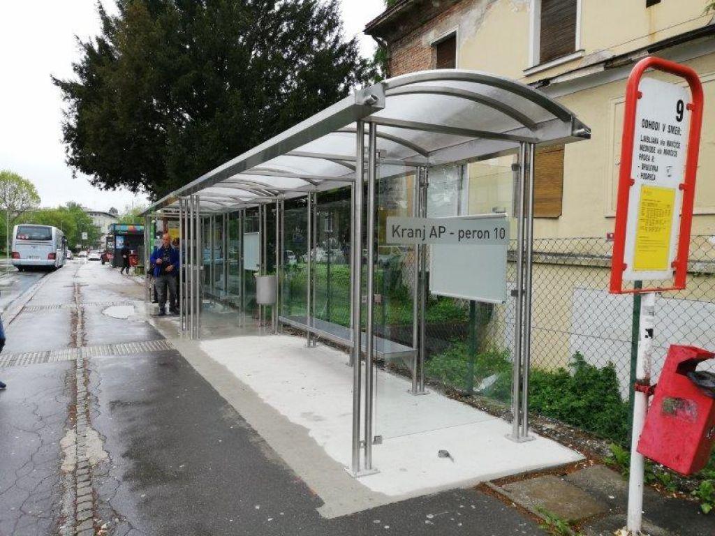 V Kranju nove nadstrešnice in kolesarnice na avtobusnih postajah