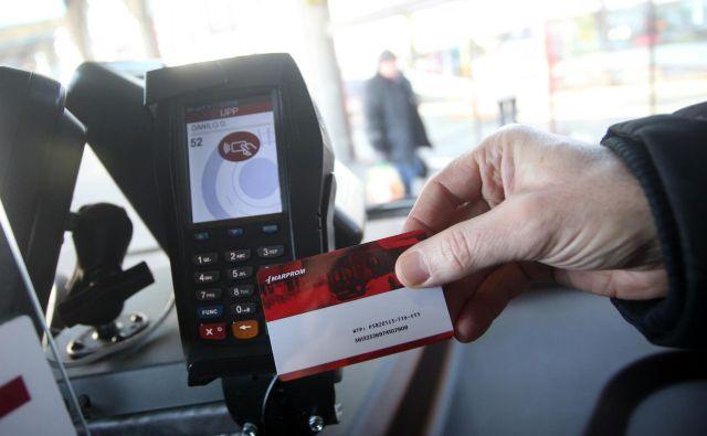 Sodobna tehnologija omogoča zamenjavo klasične vozovnice z virtualno. FOTO Tadej Regent/Delo