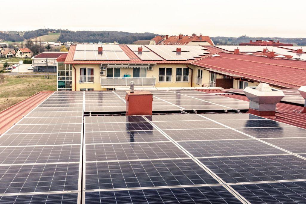 Sončne elektrarne za prihranek domov za starejše
