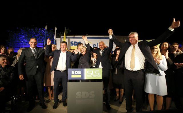 Veselje na sedežu SDS po rezultatih volitev v evropski parlament. FOTO: Matej Družnik/Delo
