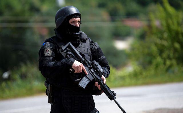 Vojne igre, politika izrednega stanja, akcije kosovskih specialcev in varnostnih sil, razglasitev polne bojne pripravljenosti srbske vojske lahko čez noč uidejo izpod nadzora. FOTO: Armend Nimani/AFP