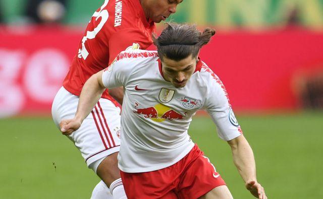 Marcel Sabitzer (z žogo) je bil pred dnevi med najvidnejšimi nogometaši Leipziga v finalu nemškega pokala z Bayernom. FOTO Reuters