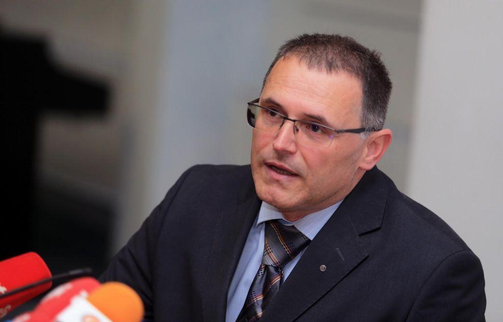 Ministrstvo zahteva pozitivno stanje na računu