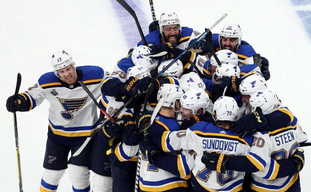 Hokejisti moštva St. Louis Blues so se veselili pomembne zmage v gosteh. FOTO: AFP