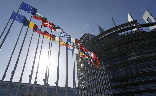 Zaradi uspeha skrajno desnih sil bo med novimi poslanci evropskega parlamenta gotovo precej ekstravagantnih osebnosti, kar pa nikakor ne pomeni, da jih do zdaj v evropskem parlamentu ni bilo. FOTO: Reuters