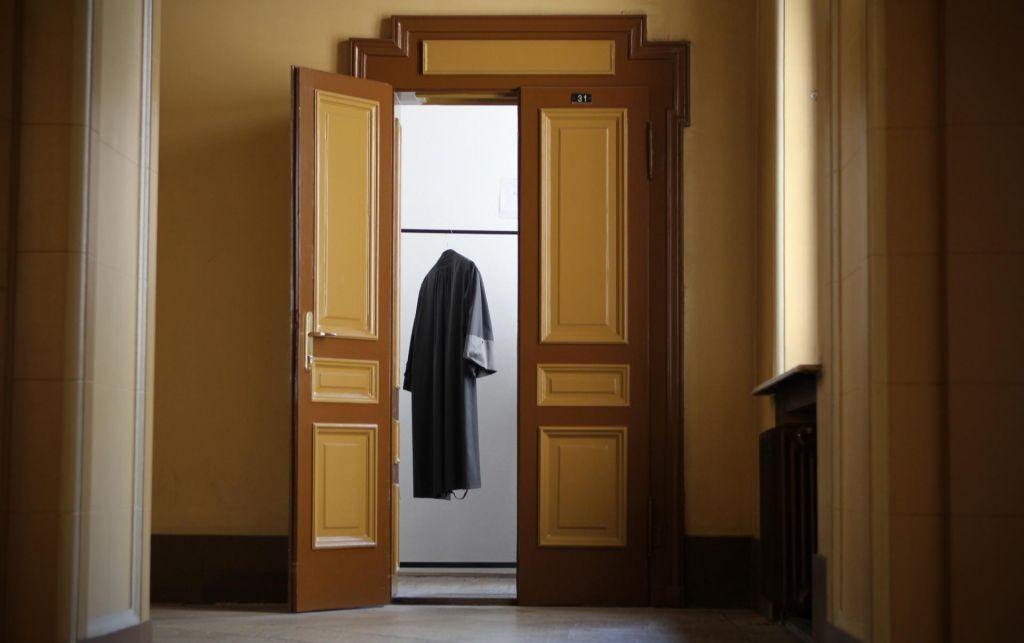FOTO:Nespodobni ostanek bivšega skupščinskega sistema