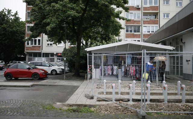 Novo postajališče pred Mercatorjem na križišču Šišenske ulice in Celovške ceste. FOTO: Blaž Samec/Delo