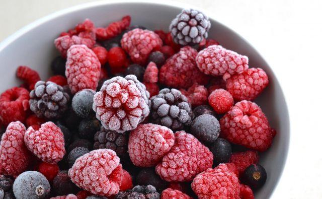 Če sadja ne pojemo v dnevu ali dveh, je z vidika hranil bolje, da ga zamrznemo. FOTO: Shutterstock
