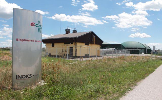 Ecosova bioplinarna v Lendavi ne deluje že skoraj dve leti, a še vedno smrdi. FOTO: Jože Pojbič