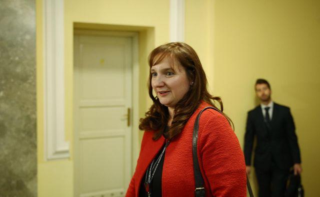 Simona Drenik, nekdanja vodja arbitražne skupine, ni privolila v igro, ki jo režira opozicija. Nekatera vprašanja zato ostajajo brez odgovora.<br /> FOTO: Jože Suhadolnik