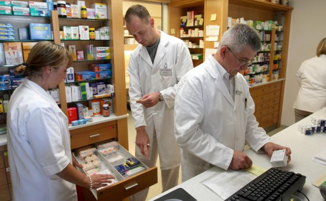 Farmacevtska industrija mora zagotoviti dokumentacijo, s katero dokazuje kakovost, varnost in učinkovitost zdravil. Foto Igor Zaplatil
