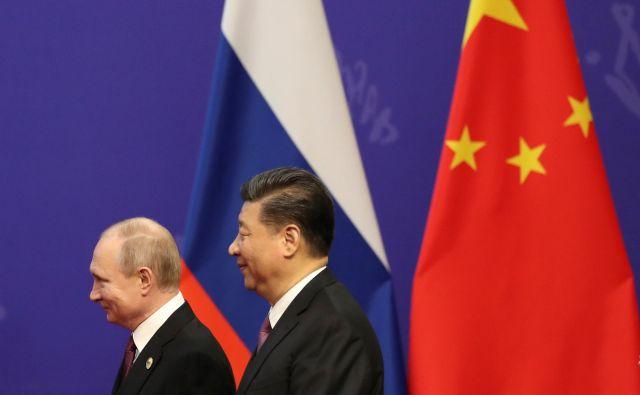 Tako Vladimir Putin kot Xi Jinping bosta poskušala od 70. obletnice vzpostavitve odnosov iztržiti čim več. FOTO: Reuters
