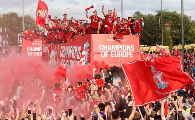 Slavje z navijači se je začelo v popoldanskih urah. FOTO: Reuters