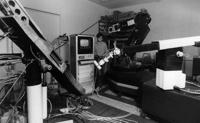 Začetki robotike na IJS leta 1985 Foto Fotoarhiv Ijs
