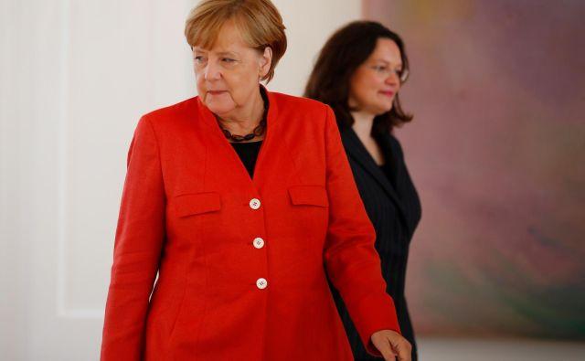 Po odstopu predsednice SPD Andree Nahles in globoki krizi v stranki se maje tudi velika koalicija, ki jo vodi kanclerka Angela Merkel (CDU). FOTO: Reuters