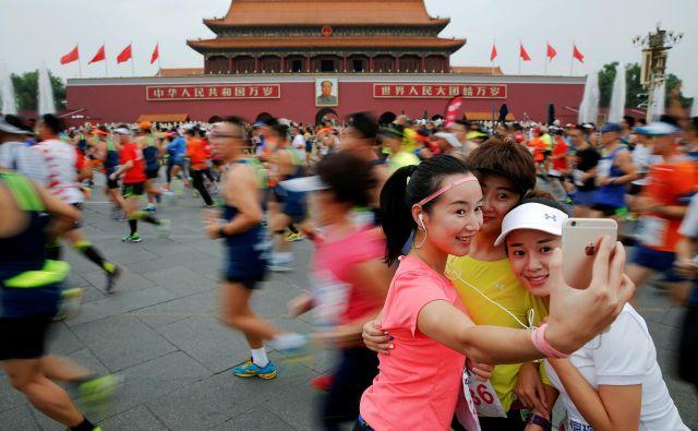 Selfi med pekinškim maratonom septembra lani. FOTO: Reuters