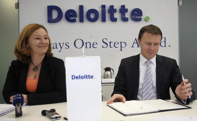 Andreja Škofič Klanjšček, partnerica za področje davčnega in pravnega svetovanja v družbi Deloitte Slovenija, in predsednik uprave Deloitte v Sloveniji Yuri Sidorovich. FOTO: Mavric Pivk/Delo
