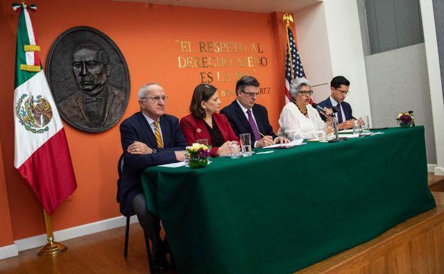 Mehiški zunanji minister Marcelo Ebrard je ob začetku pogovorov v Washingtonu izrazil mnenje, da bodo carine uničujoče za obe strani in ne bodo z ničemer ustavile prihodov priseljencev iz Srednje Amerike. FOTO: Eric Baradat/AFP