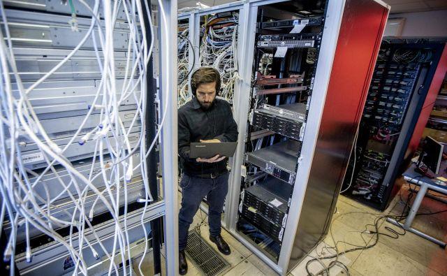 Če »spretnežem« uspe prodreti v zaledne baze, potem varnost sistema ni dobra. FOTO: Voranc Vogel
