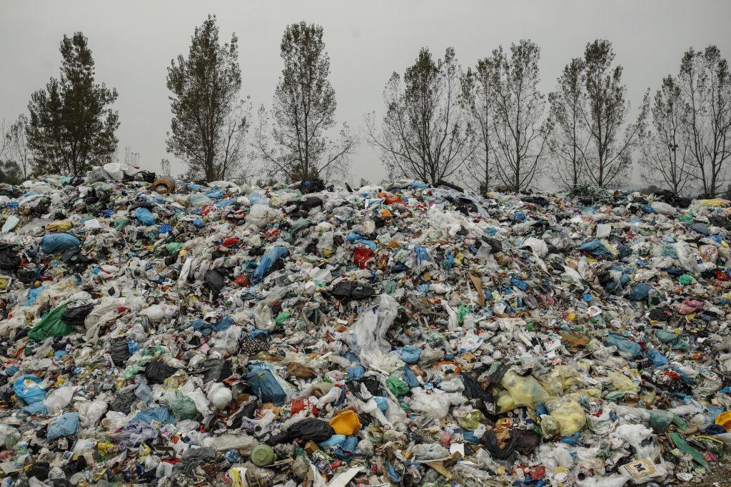 Kupi odpadne embalaže se znova kopičijo