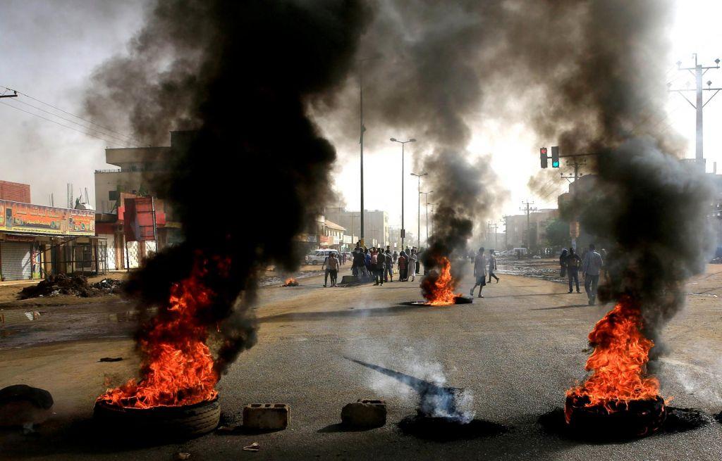 V Sudanu število mrtvih v protestih naraslo na 13