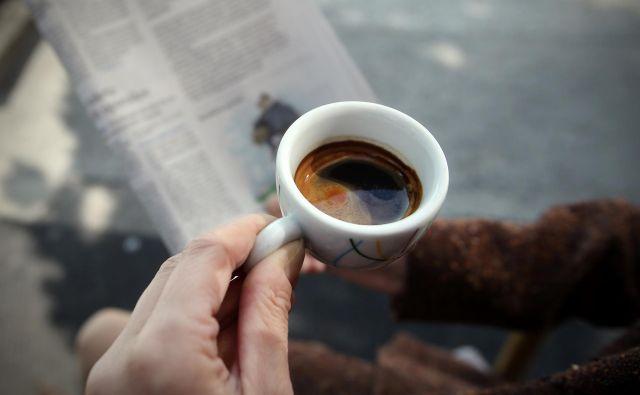 Najnovejši rezultati razkrivajo, da količina zaužite kave pravzaprav nima večjega vpliva na naše zdravje. FOTO: Blaž Samec/Delo