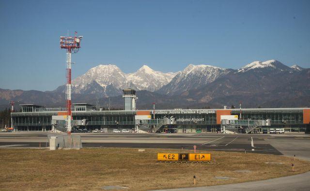 Air Serbia bo avgusta z ljubljanskega letališča začel leteti v Niš, British Airways v London, Air France večkrat v Pariz. FOTO: Jure Eržen/Delo