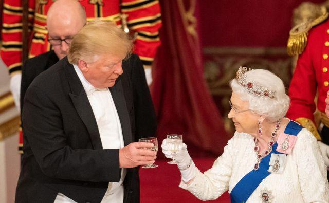 Ameriški predsednik Donald Trump in britanska kraljica Elizabeta II. FOTO: Reuters
