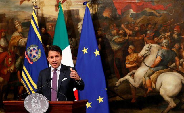Contejeva vlada je že mesece ohromljena zaradi nenehnih bitk med koalicijskima partnericama. Foto: Reuters
