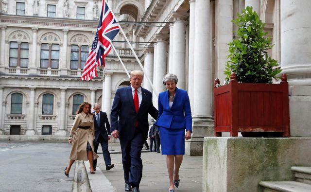 Trumpov obisk v Veliki Britaniji vendarle kaže predsednikovo pristranskost domovine svoje škotske matere ob hkratnih zamerah do nemških korenin svojega starega očeta. Foto:Reuters