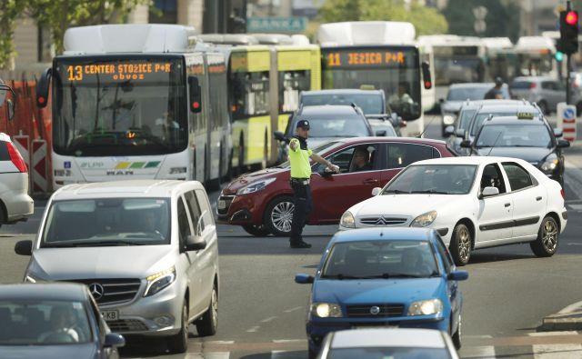 Ne samo starejši, ampak vsi, ki so kakorkoli udeleženi v prometu, ne glede na vrsto prevoznega sredstva, moramo biti pozorni drug na drugega, poudarja Darko Daljević, inštruktor varne vožnje, na AMZS. Foto Leon Vidic