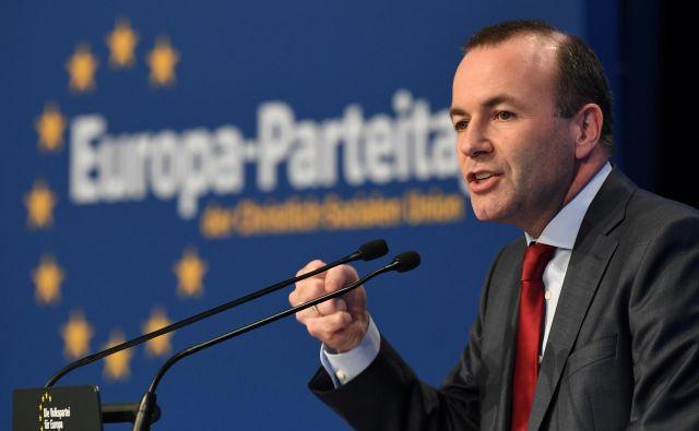 Na vprašanja o oblikovanju koalicije v Evropskem parlamentu je Weber odgovoril, da bi bilo treba pogovore o koaliciji začeti čim prej, saj da ljudje od novoizvoljenih parlamentarcev pričakujejo takojšnje pogovore o vsebini. FOTO: Andreas Gebert Reuters