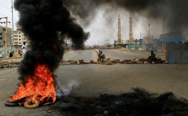Protestniki zahtevajo spremembo. FOTO: Reuters