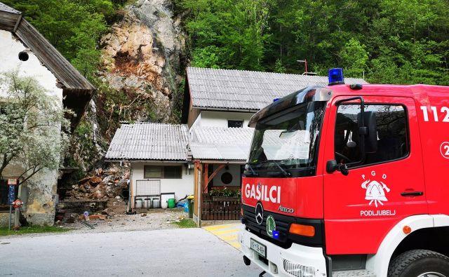 Na intervenciji v Podljubelju je sodelovalo 14 gasilcev PGD Podljubelj, na pomoč pa so prišli tudi gasilci iz Bistrice pri Tržiču. FOTO: Facebook - PGD Podljubelj