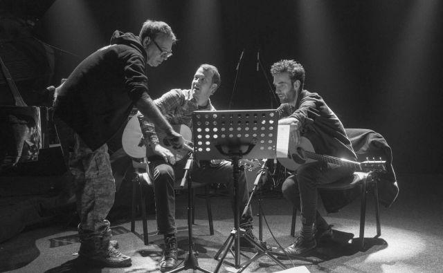 John Zorn razlaga podobnosti Bagatel Julianu Lagu in Gyanu Rileyju.<br /> Foto Armin Smailović