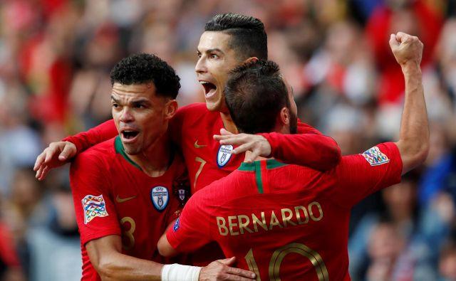 Cristiano Ronaldo (v sredini) je s tremi goli zavihtel Portugalce v finale lige narodov. FOTO: Reuters