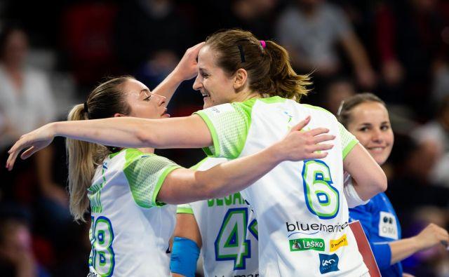Ana Gros se je decembra lani s soigralkami veselila zmage proti Rusiji na EP. FOTO: Jure Eržen
