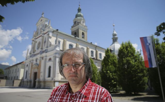Dr. Damir Globočnik pred brezjansko baziliko<br /> Foto Jože Suhadolnik