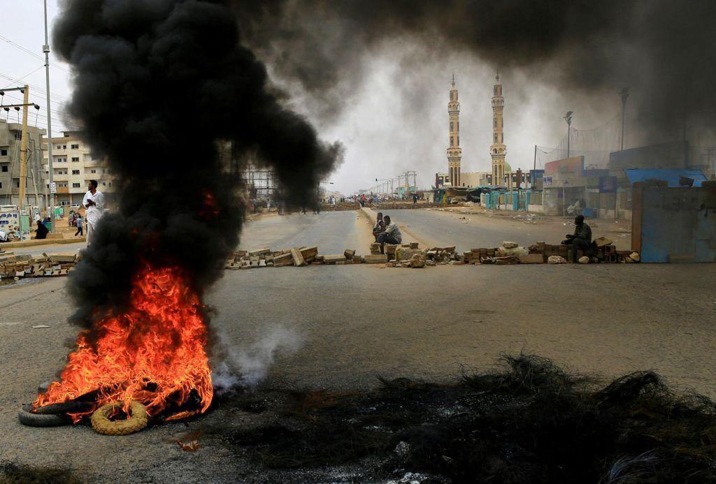 Kriza v Sudanu: več kot 100 mrtvih protestnikov