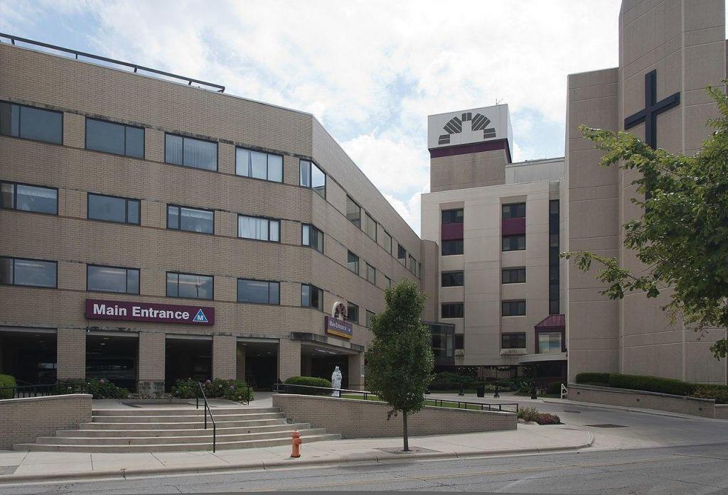 Zdravnika v Ohiu obtožili umora 25 pacientov