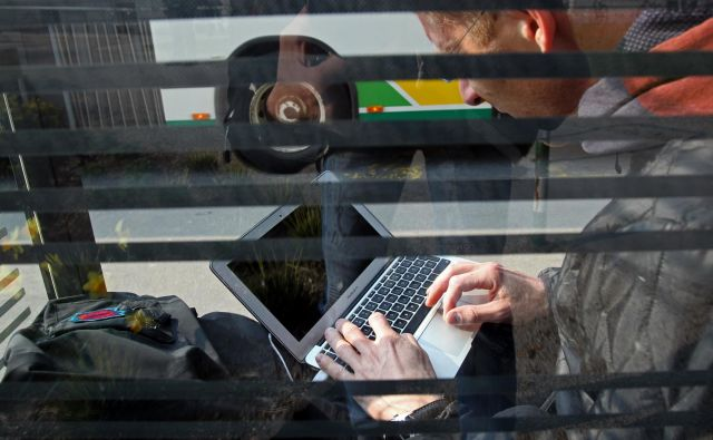 Direktiva je del reforme avtorskega prava v EU, ki bi bila prilagojena digitalni dobi. FOTO: Blaž Samec/Delo