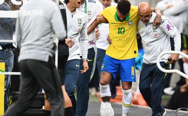 Neymar je igrišče zapustil že po 20 minutah tekme s Katarjem. FOTO: AFP